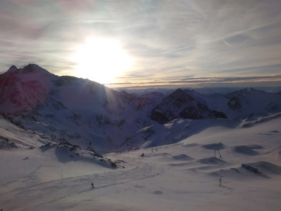 Early morning at Stubai, it feels unpleasant but it's always worth it when you're the first people there!
